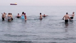 Click to see video:  Hasher take a cold dip in the sea.